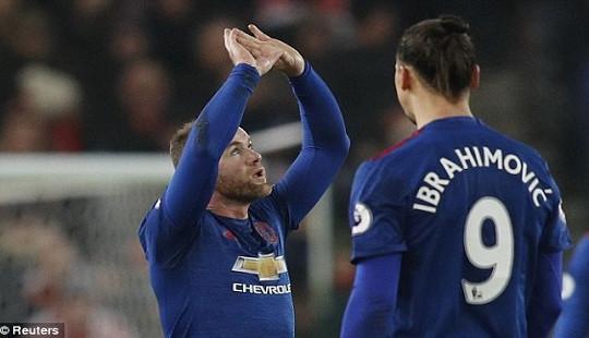 Premier League: Rooney đi vào lịch sử, Man Utd vẫn chưa thắng