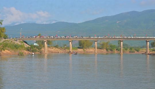 Quảng Nam: Tìm thấy thi thể người vợ nhảy xuống sông tự tử