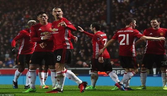 """FA Cup: Vượt qua Blackburn, Man Utd """"bất khả chiến bại"""""""