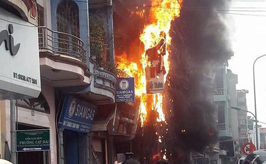 Hải Phòng: Cháy lớn thiêu rụi một cơ sở thẩm mỹ viện