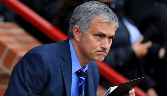 23h30 ngày 26-2: Chờ danh hiệu đầu tiên của Mourinho