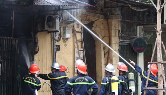 Dập tắt đám cháy tại nhà của con trai cố nhạc sĩ Văn Cao