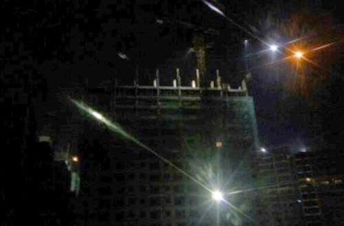 Hà Nội: Sập giàn giáo công trình xây dựng tòa nhà, 3 người bị thương