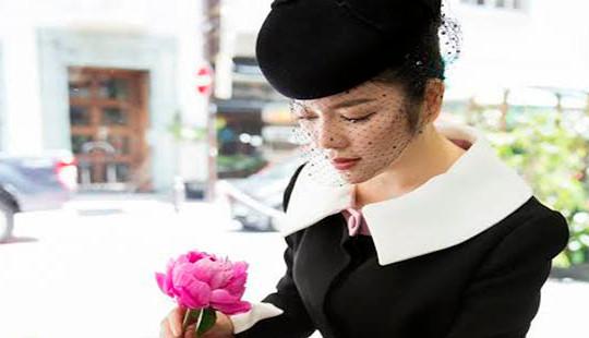 Lý Nhã Kỳ đẹp quý phái tới viếng mộ Công nương Grace Kelly