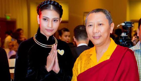 Trương Thị May diện áo dài nhung đen, ủng hộ trẻ em mắc bệnh tim bẩm sinh