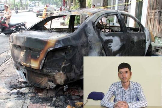 Lào Cai: Ghen tuông, tẩm xăng đốt cháy rụi ô tô của người tình