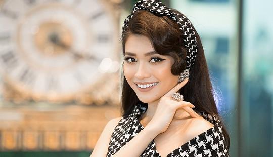 """Adrian Anh Tuấn """"nhuộm"""" sắc vàng lên váy, áo của mỹ nhân Việt"""