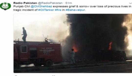 Lật xe chở dầu ở Pakistan, hơn 120 người chết cháy