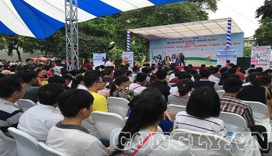 Thứ trưởng Bộ GD-ĐT: Năm nay số lượng tuyển sinh đại học không cao