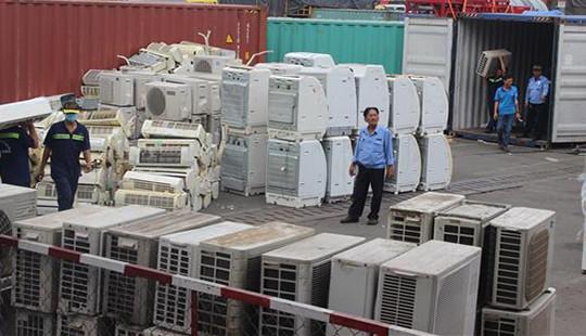 Bắt giữ 8 container hàng cấm nhập tại cảng Cát Lái