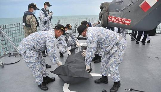 Tìm thấy thi thể thủy thủ mất tích trong vụ va chạm giữa tàu khu trục Mỹ và tàu chở dầu
