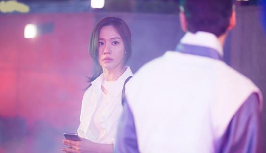"""Ngôi sao """"Sắc đẹp ngàn cân"""" Kim Ah Joong thoát khỏi cái bóng của quá khứ"""