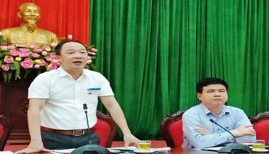 Hà Nội: Điều tra nguyên nhân bao cao su phủ trắng một góc Hồ Tây