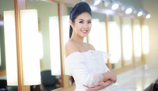 Hoa hậu Ngọc Hân diện váy trắng tinh khôi sau nghi vấn chuẩn bị lên xe hoa