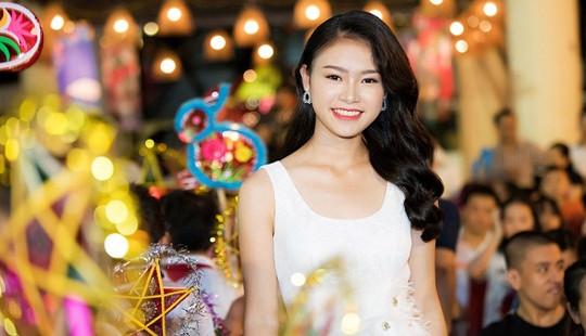 'Cô gái vàng' Hoa hậu Việt Nam hoá chị Hằng trong đêm Trung thu