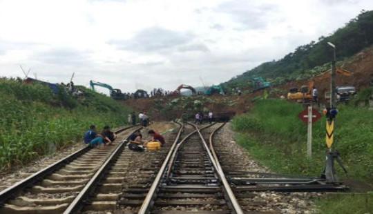 Thông tuyến đường sắt Hà Nội - Lào Cai sau sự cố bị chia cắt do sạt lở