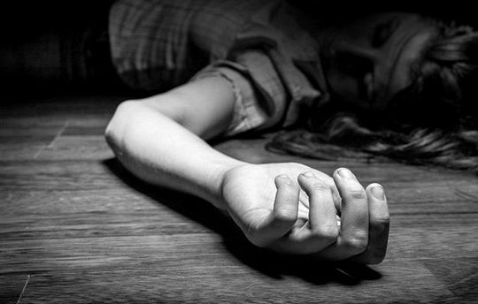 """""""Phi công"""" sát hại người tình tại nhà rồi bỏ trốn"""