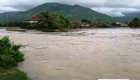 Bão số 12 tăng cấp, áp sát bờ biển Khánh Hoà - Ninh Thuận