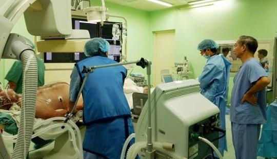 30 lần sốc điện cứu sống bệnh nhân người Pháp nguy kịch
