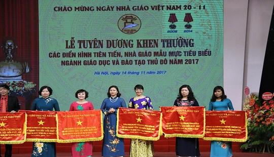 Hà Nội: Nhiều giáo viên được vinh danh trong Lễ kỷ niệm 35 năm ngày Nhà giáo Việt Nam