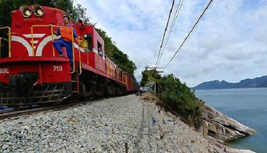 Tuyến đường sắt Bắc Nam thông tuyến sau 10 ngày gián đoạn bởi bão số 12