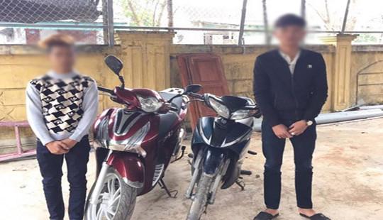 Bi hài 2 tên trộm bỏ lại xe SH bên đường sau khi kéo đi hơn 60 km