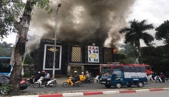 Hà Nội: Cháy lớn tại quán karaoke ở Linh Đàm