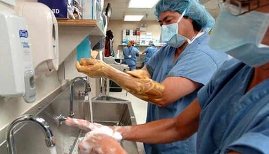 Nhiễm khuẩn bệnh viện và mối lo vào viện thêm... bệnh