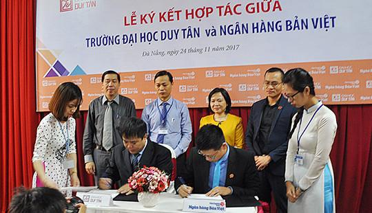 Ngân hàng Bản Việt-Chi nhánh Đà Nẵng ký kết hợp tác với Đại học Duy Tân