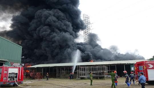 Cháy lớn dưới đường điện cao thế, cắt điện toàn TP Vũng Tàu