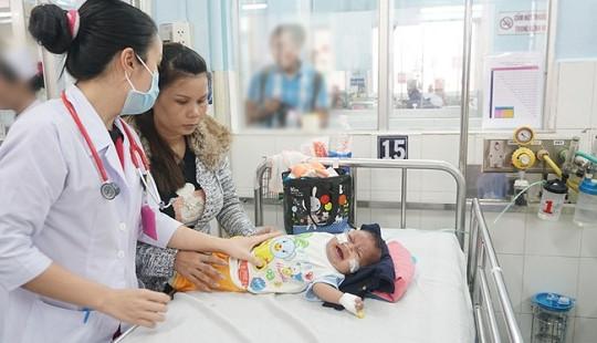 Sài Gòn lạnh bất thường, trẻ mắc bệnh hô hấp tăng đột biến