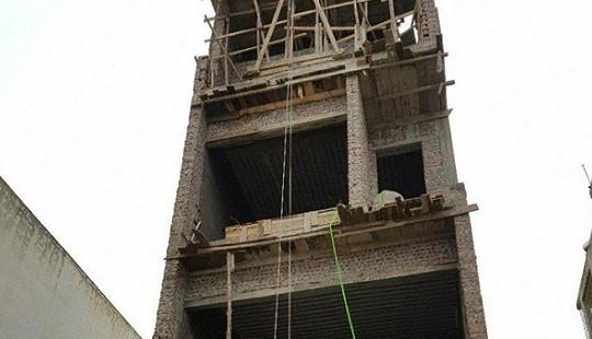 Thợ xây tử vong tại công trình, trên tay cầm kim tiêm