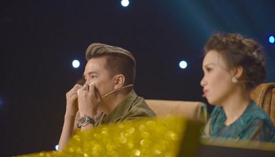 Mr Đàm liên tục lau nước mắt trên ghế nóng Cặp đôi vàng