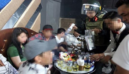 Đột kích quán bar, phát hiện hàng chục nam nữ đang phê ma túy