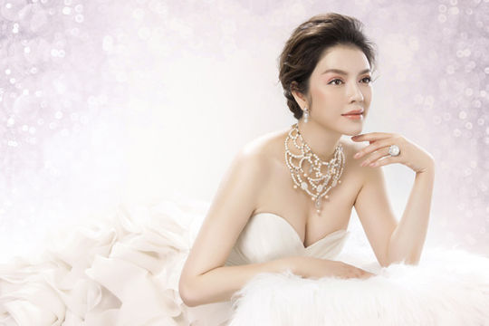 Lý Nhã Kỳ lộng lẫy với trang sức kim cương trong ngày cưới