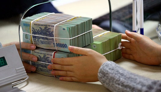 Người dân gửi tiền vào ngân hàng thế nào cho an toàn?