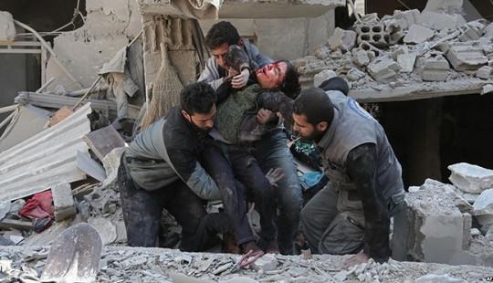 """Tấn công hóa học lại làm rung chuyển """"địa ngục trần gian"""" ở Syria"""