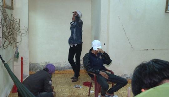Nhóm nam nữ tàng trữ vũ khí nóng, phê ma túy trong nhà vắng chủ