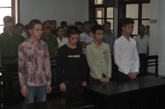 4 thanh, thiếu niên chia nhau 19 năm tù vì cướp tài sản