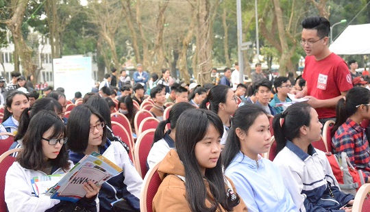 Gần 150 gian tư vấn của trường ĐH, CĐ về tuyển sinh tại Hà Nội