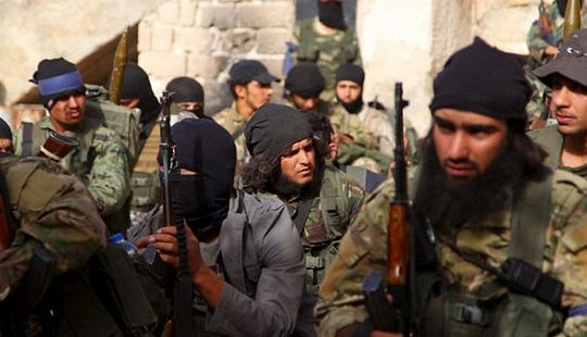 """Đông Ghouta lại """"rực lửa"""" khi các nhóm phiến quân công khai đấu đá lẫn nhau"""