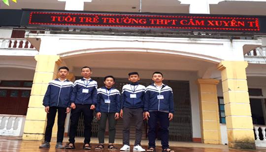 Hà Tĩnh: 5 em học sinh nhặt được tiền và hành động đầy nhân văn