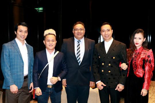 NTK Đỗ Trịnh Hoài Nam trao đổi cùng tiến sĩ Alok Bharadwaj tại Hà Nội