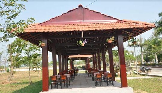 """Khu vui chơi, giải trí bất ngờ """"mọc"""" bên trong khu tưởng niệm Thủ tướng Phạm Văn Đồng"""