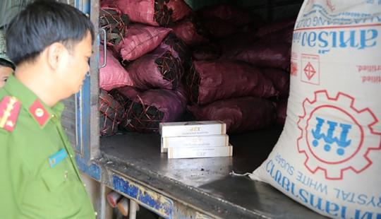 Ngụy trang chở than để buôn lậu thuốc Zet và đường