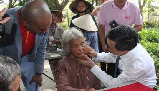 Hàng nghìn suất quà được trao đến bệnh nhân nghèo tại ngày Hội thầy thuốc trẻ làm theo lời Bác