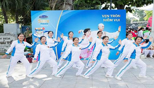 Vinamilk Sure Prevent tiếp tục đồng hành cùng phong trào rèn luyện sức khỏe người cao tuổi tại Thành phố Hà Nội