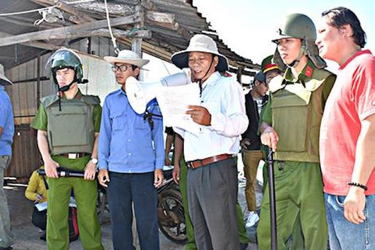 TP Vũng Tàu: Cưỡng chế, tháo dỡ 36 hộ dân chiếm đất công