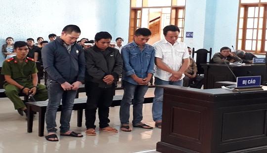 4 thợ xây dắt nhau vào tù vì giết người và gây rối trật tự công cộng