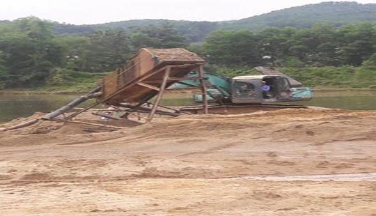 """Hà Tĩnh: Đất nông nghiệp có nguy cơ """"mất trắng"""" do khai thác cát tràn lan"""